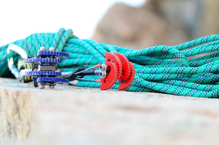 Klettergurt Aus Seil Knoten : Richtig sichern beim klettern sicherungsgeräte knoten & co