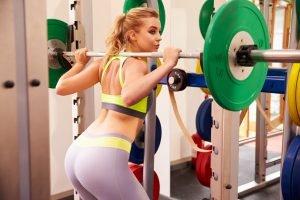 Po-Übungen Kniebeuge Frau