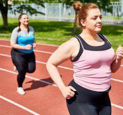 übergewichtige frauen laufen symbolbild fettverbrennung puls