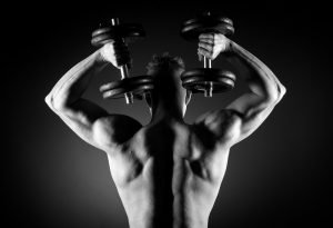 Fitness Training mit Kurzhanteln