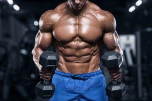 Softgainer Bodybuilder beim Hanteltraining