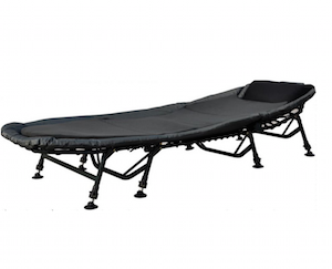 Angelspezi 8-Bein Luxus Karpfenliege Bedchair mit Matratze bei Amazon
