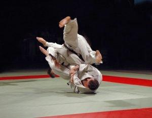 wurf bei einem judo kampf