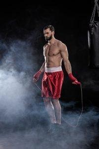 boxer beim training mit dem seil