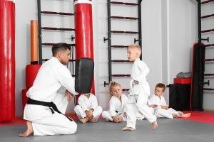 kampfsport kindertraining mit pratzen