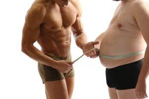 muskulöser Mann und Mann mit Übergewicht im Vergleich