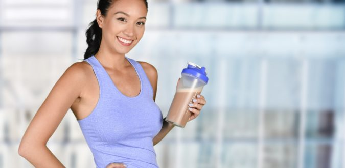 Frau mit BCM-Diät Shake