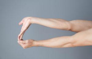 Handgelenk schonend trainieren Dehnübung