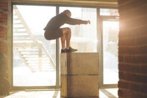 Plyometrisches Training: Box Jumps mit zwei Boxen