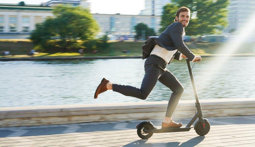 Mit dem Scooter abnehmen? Tipps, Trainingsplan und warum Tretroller gesund sind.